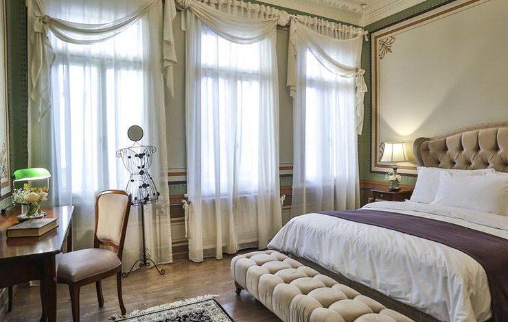 Η κομψότητα και το στιλ της Μπελ Επόκ αναβιώνουν μοναδικά στα δωμάτια και τις σουίτες του ξενοδοχείου