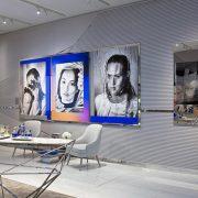 Η έκθεση, με τίτλο Eyes in Focus, παρουσιάστηκε στην έκθεση Art Basel στη Βασιλεία στο Pavilion της La Prairie που βρίσκεται στον χώρο των συλλεκτών και γι' αυτήν επιλέχθηκαν τρεις Ελβετίδες φωτογράφοι. Η Daniela Droz, η Namsa Leuba και η Senta Simond αποτελούν τη νέα γενιά της σύγχρονης φωτογραφίας, η καθεμία με τη δική της μοναδική προσέγγιση.