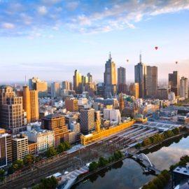 Mελβούρνη, Αυστραλία: Πτήση ανάμεσα σε ουρανοξύστες και πάνω από καταπράσινα πάρκα?