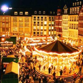 Αξιοθέατα του 1570 τυλίγουν με τη μεσαιωνική τους εσάρπα ντόπιους και επισκέπτες που δεν κουράζονται να περάσουν και από τους 300 (!) διαφορετικούς πάγκους γιορτάζοντας με τον παραδοσιακό Αλσατικό τρόπο τα Χριστούγεννα