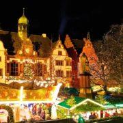 Στη νοτιότερη πόλη της Γερμανίας, το Φράιμπουργκ, στήνονται τουλάχιστον 130 πάγκοι σε ένα γραφικό σκηνικό μεσαιωνικού ρυθμού, που περιμένουν τους επισκέπτες που ξεπερνούν κατά μέσο όρο το ένα εκατομμύριο!
