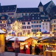 Περίπου 200 εκθέτες συγκεντρώνονται κοντά σε ένα υπέροχα διακοσμημένο χριστουγεννιάτικο σκηνικό στην καρδιά της Βασιλείας, στην Ελβετία