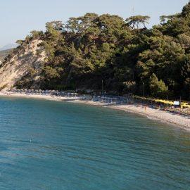 Χαρακτηριστική παραλία στην καταπράσινη Σάμο