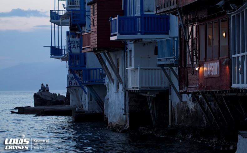 Η Μικρή Βενετία της Μυκόνου το ηλιοβασίλεμα, για ρομαντικές βόλτες και ποτά