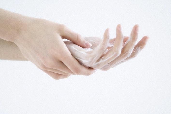 Μην ξεχνάτε την ενυδατική κρέμα χεριών σας καθημερινά!