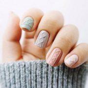 Ανάγλυφα νύχια που θυμίζουν πλεκτά πουλόβερ