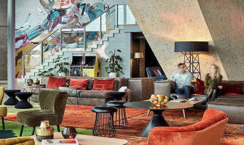 Το Sir Adam Hotel άνοιξε τις πόρτες του το 2017 και είναι προορισμός τόσο για τους τουρίστες όσο και για τους ντόπιους. Μοντέρνο και ντιζαινάτο έχει κλέψει τις εντυπώσεις