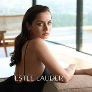 Ana de Armas: Το νέο πρόσωπο της Estée Lauder