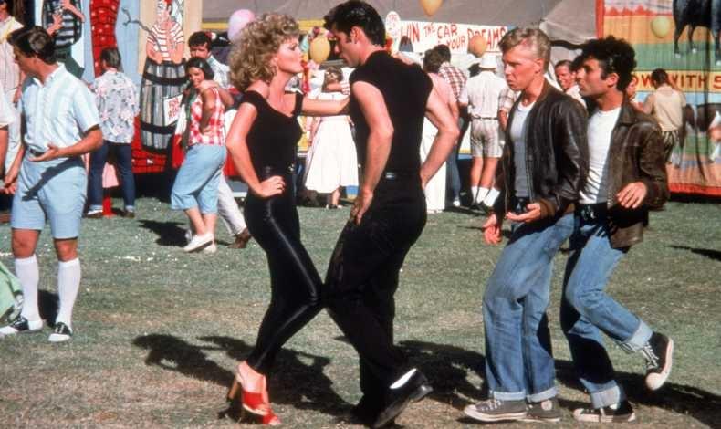 Αξέχαστο ζευγάρι ο Τζον Τραβόλτα και η Ολίβια Νιούτον Τζον από την ταινία Grease. Μία ωραία ιδέα για να ντυθείτε μαζί με το ταίρι σας!