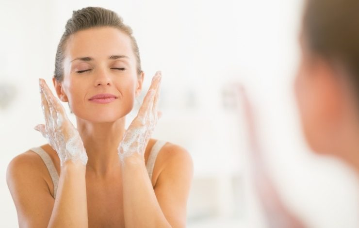 Απολέπιση: Για φρέσκο και καθαρό πρόσωπο
