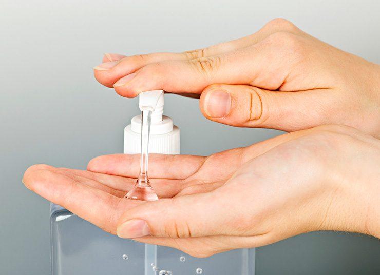 Απολυμαντικά με βάση το οινόπνευμα ή σαπούνι και νερό;