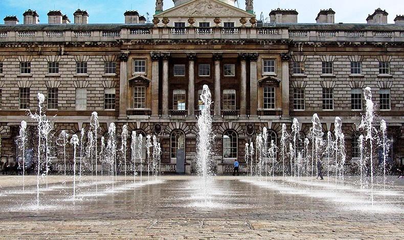 Το υπέροχο κτίριο του Somerset House του Λονδίνου