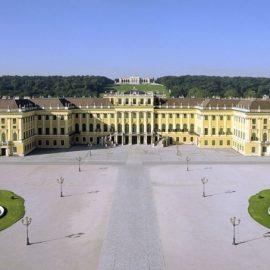 Το παραμυθένιο παλάτι του Schönbrunn της Βιέννης σας προσκαλεί να κοιμηθείτε στα βασιλικά δωμάτια