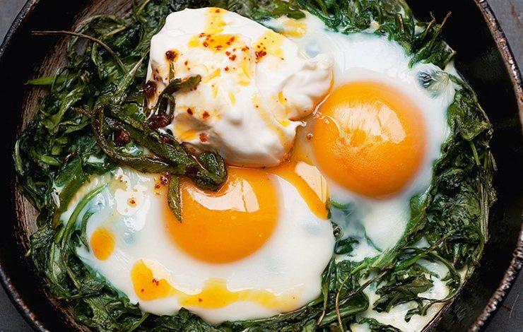 Αβγά με γιαούρτι και kirmizi biber!