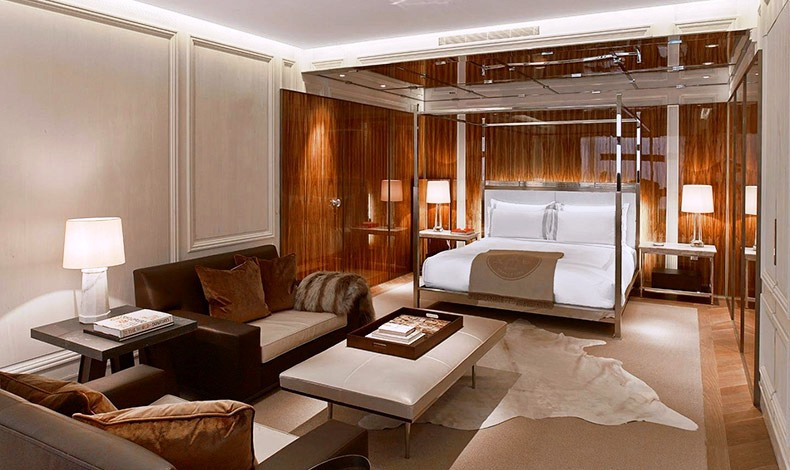 Η Baccarat Suite εκπέμπει την απόλυτη απόλαυση μίας πολυτελούς κατοικίας…