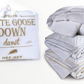 Παπλώματα White goose down, με γέμισμα 100% πούπουλο χήνας, φυσικό, αντιαλλεργικό, το μονό, 270,00? και το υπ/πλο, 390,00€ // Hollowfiber με γέμισμα 100% σιλικονούχα ίνα, το μονό 33,00€, το υπ/πλο 46,00€ και White duck down με γέμισμα 50% πούπουλο πάπιας- 50% φτεράκι, το μονό, 148,00€, το υπ/πλο, 220,00€, όλα NEF NEF HOMEWARE
