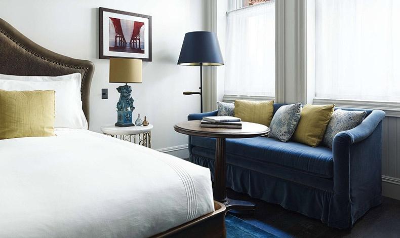 Τα 287 δωμάτια και σουίτες του The Beekman είναι άκρως πολυτελή, ψηλοτάβανα και με μια παλαιάς κοπής άνεση που γεμίζει τον επισκέπτη με μια αίσθηση ανάτασης