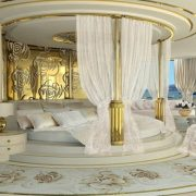 Εντάξει, υπερβολική χλιδή αλλά το master bedroom ομολογουμένως είναι ονειρεμένο, κυρίως με αυτή τη θέα...