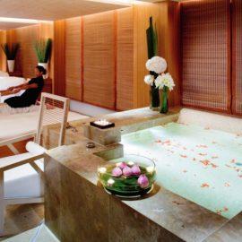 Το Oriental Spa προσφέρει μοναδικές θεραπείες που συνδυάζουν την ποδοϊατρική με την περιποίηση των νυχιών και το μασάζ
