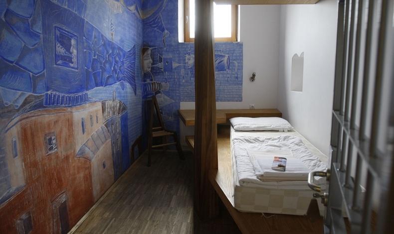 Στο Πανδοχείο Celica στη Σλοβενία θα ζήσετε σαν φυλακισμένος, αλλά με άδεια εξόδου ό,τι ώρα θέλετε!