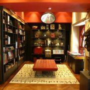 Οι εκδόσεις Assouline είναι έτσι κι αλλιώς διάσημες, ο χώρος του βιβλιοπωλείου είναι εξίσου υπέροχος