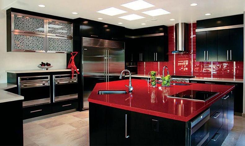 Είναι μία στιλάτη και εξαιρετικά μοντέρνα επιλογή για την κουζίνα: λάκα από μαύρο και κόκκινο! Ο εντυπωσιασμός είναι εξασφαλισμένος!