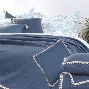 Σε ένα ιδιαίτερα εντυπωσιακό μπλε που θυμίζει τα βαθιά νερά του Αιγαίου, υπέρδιπλη κουβέρτα, 89,00? και διακοσμητικά μαξιλάρια 18,00? από τη συλλογή Adelaid Blue, NEF-NEF Homeware