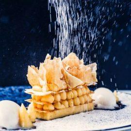 Στο Blends, οι λάτρεις του γλυκού έχουν? εξαιρετικούς γλυκούς πειρασμούς, ενώ γι? αυτούς που προσέχουν τη σιλουέτα τους, τους δίνεται η δυνατότητα να επιλέξουν το γλυκό τους χωρίς γλουτένη ή ακόμα και sugar free
