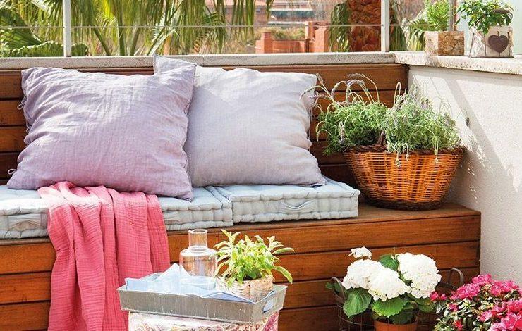 Συνδυασμοί με υφές, χρώματα, φυτά, λουλούδια και έθνικ στοιχεία για ένα μπαλκόνι με μποέμ ύφος για χαλαρωτικές στιγμές