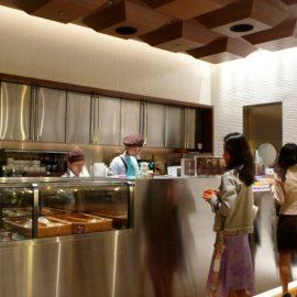 Στο μενού του 100% Chocolate Café στο Τόκιο, θα βρείτε μια μεγάλη ποικιλία από λιχουδιές με βάση το κακάο και μια συγκλονιστική ποικιλία ζεστή σοκολάτας