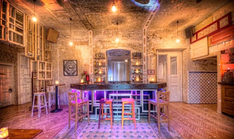Άποψη από τους χώρους του μπαρ