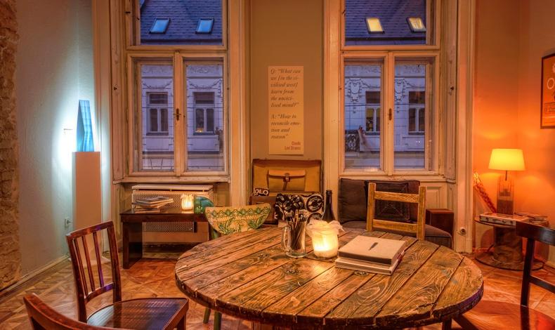 Βrody Studios Club room