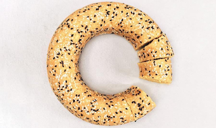 Χρυσαφένιο κέικ με ταχίνι και κουρκουμά