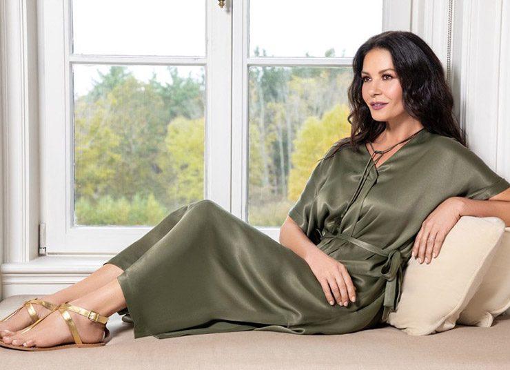 Η Κάθριν Ζέτα Τζόουνς λανσάρει σειρά ρούχων