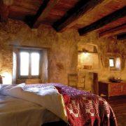 Ένα από τα δωμάτια του ξενοδοχείου «Sextantio Le Grotte della Civita»