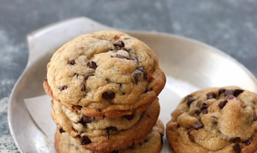 Μαλακά μπισκότα με κομματάκια μαύρης σοκολάτας
