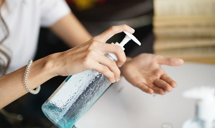 Αντισηπτικά: Ποια είναι η επίδρασή τους στα χέρια μας; Οι πιο συχνές ερωτήσεις και οι απαντήσεις τους
