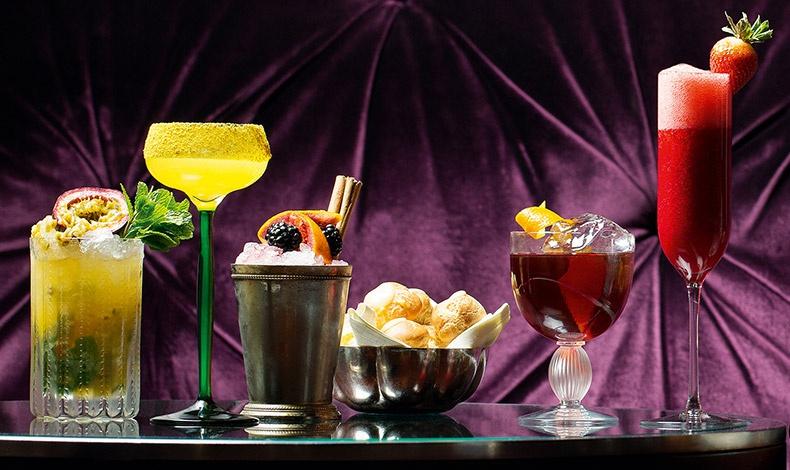 Το βιβλίο περιλαμβάνει και συνταγές από κοκτέιλ των δύο μπαρ του Claridge's Bar και του The Fumoir