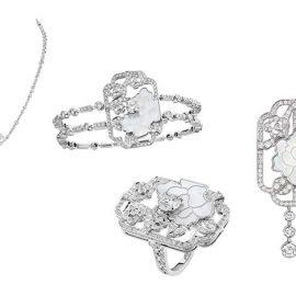 Ολόκληρη η σειρά Fleur de Nacre -το βραχιόλι από λευκόχρυσο, διαμάντι και φίλντισι, τα σκουλαρίκια από διαμάντια, το κολιέ από λευκόχρυσο, διαμάντια και φίλντισι και το δακτυλίδι από λευκόχρυσο, διαμάντια και φίλντισι