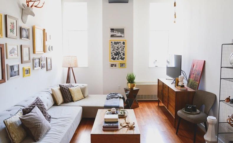 Αν επιλέγετε το λευκό, θυμηθείτε να διακοσμήσετε τους τοίχους σας με πίνακες και έργα τέχνης