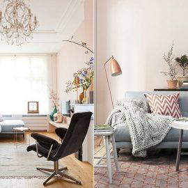 Ροζ τοίχοι για το καθιστικό που συνδυάζονται μοναδικά με έναν άνετο καναπέ με γαλάζια ταπετσαρία