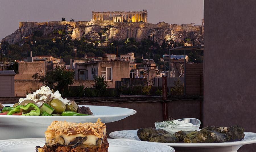 Η φωτεινή κουζίνα του CookinAthens έχει θέα στην Ακρόπολη!