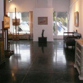 Ένα μοναδικό εργαστήριο με ιστορία μεγαλύτερη από έναν αιώνα, «κορνιζάρει» τα έργα τέχνης σας!