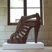 Fetish, 2010, ένα μοναδικό έργο τέχνης από πευκοβελόνες της Ελληνίδας Mάρθας Δημητροπούλου