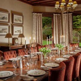 Το εστιατόριο φέρει τη γαστριμαργική επιμέλεια του Albert Roux, διάσημου από το βραβευμένο με 3 αστέρια Michelin, Le Gavroche