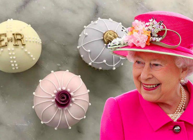 Τα κεκάκια γενεθλίων της βασίλισσας Ελισάβετ
