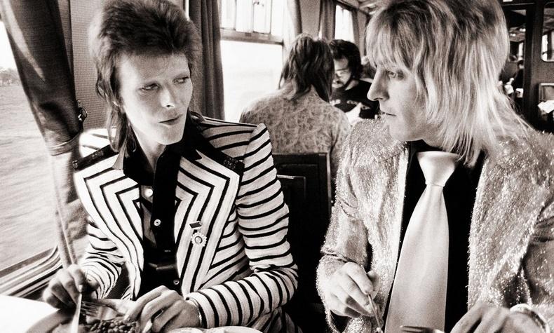 O David Bowie με τον Mick Ronson το 1973