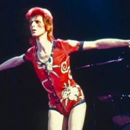 Ο David Bowie ως Ziggy Stardust επί σκηνής