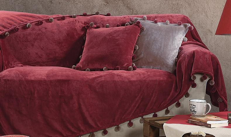 Δώστε χρώμα και απαλή ζεστασιά στον καναπέ σας με ένα υπέροχο ριχτάρι σε μπορντό, γκρι ή μπεζ-χρυσαφί με τελειώματα από πον πον και? χαλαρώστε! Ριχτάρια για μονοθέσιο, διθέσιο και τριθέσιο καναπέ και μαξιλαράκια, όλα ΝΕF NEF HOMEWEAR