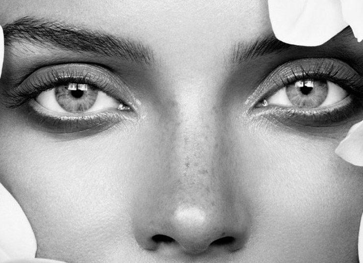 Τι πραγματικά συμβαίνει στο δέρμα μας όταν κοιμόμαστε με μακιγιάζ;